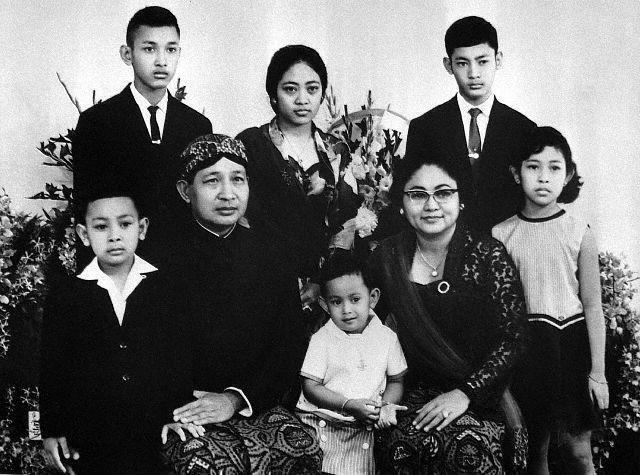 Keluarga pahlawan nasionalSuharto dan Sri Hartini