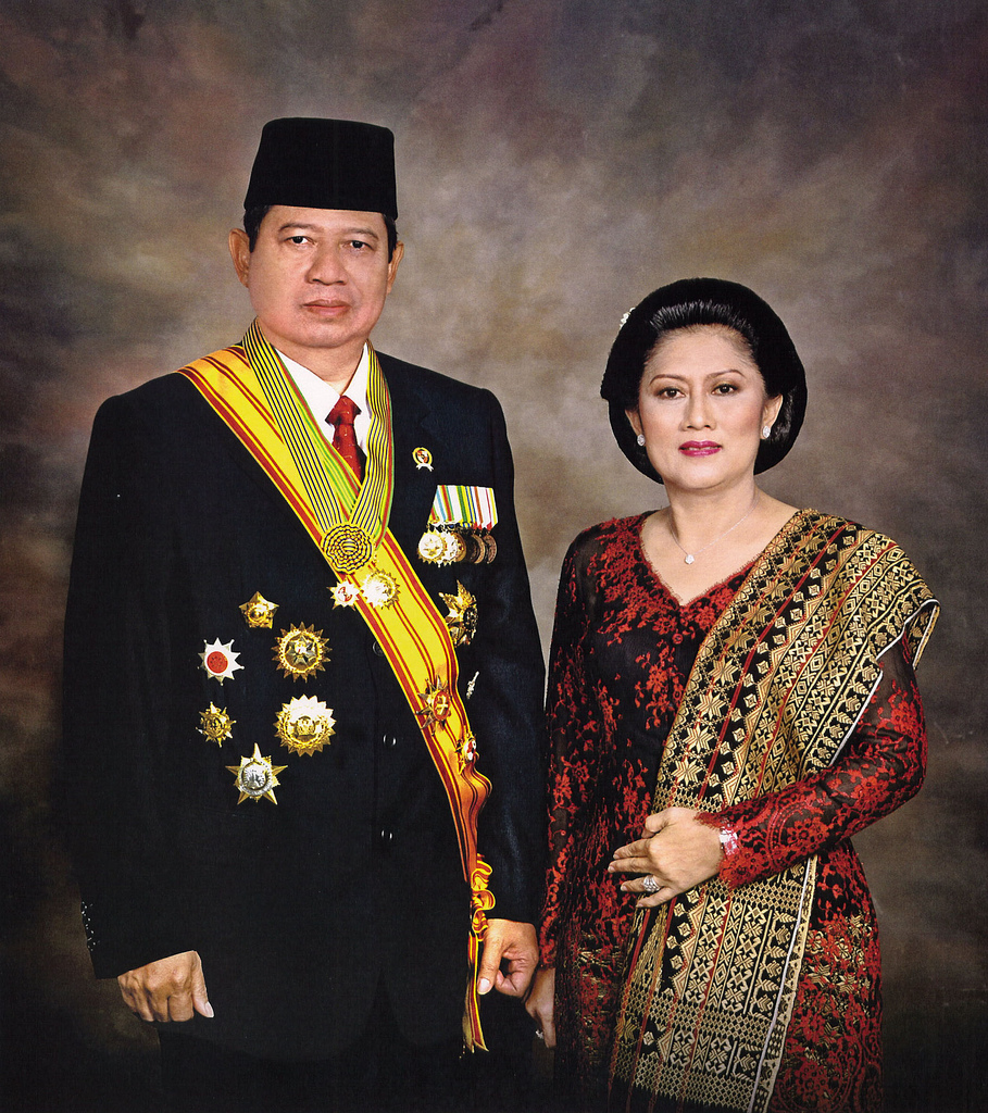 http://anangpaser.files.wordpress.com/2010/08/susilo_bambang_yudhoyono_and_ani_yudhoyono.jpg